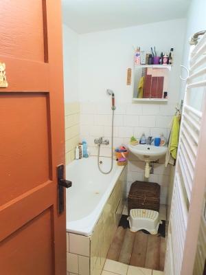 Kúpelňa + WC za dverami